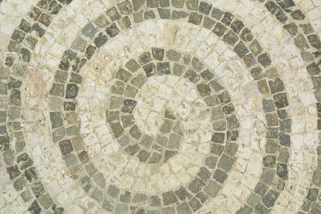 Swirl design in tile