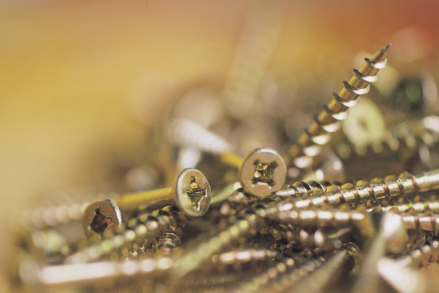 When to Use Flat or Round Head Screws?