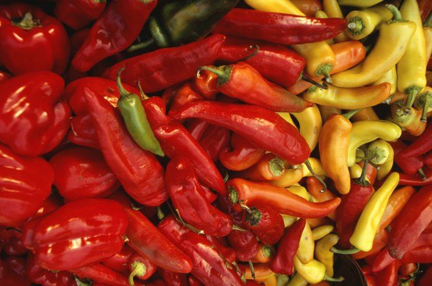 Peppers and chilli peppers, Chile, (Close-up)