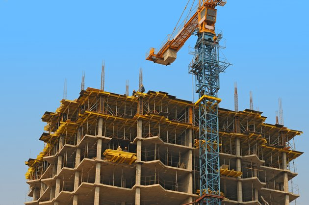 monolithic housebuilding and crane