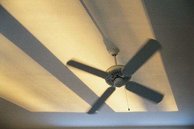 How To Change A Bulb In A Hunter Ceiling Fan Hunker