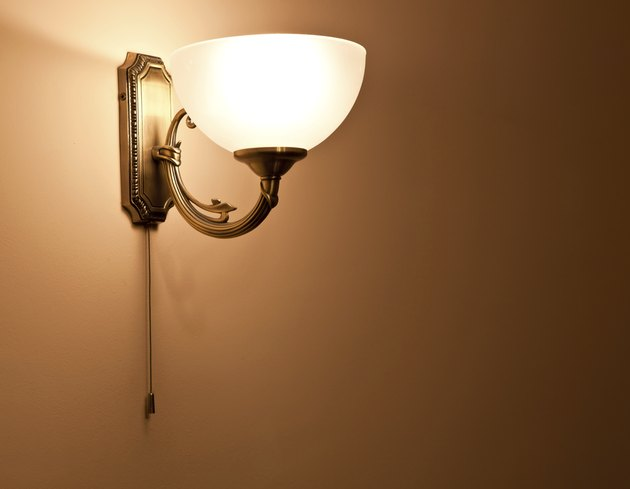 Lighted classic sconce