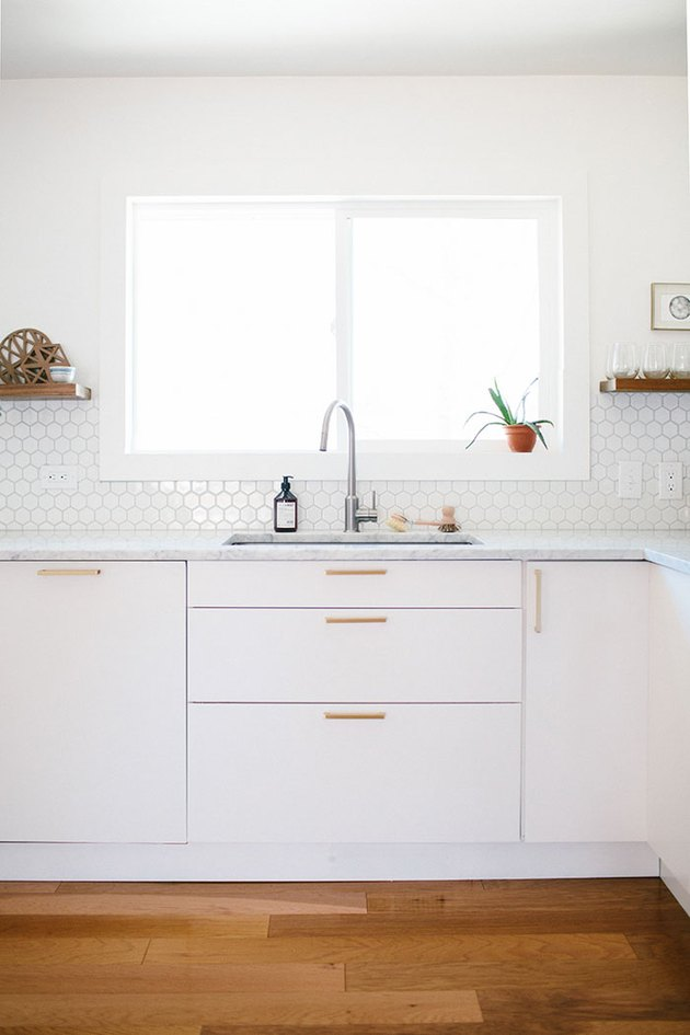 tiny white backsplash