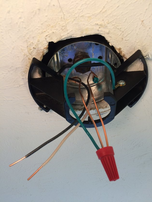 Grounding wires for circuit, fan, and electrical box
