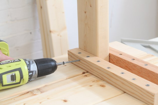 Attaching the legs