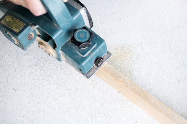 power planer on wood.