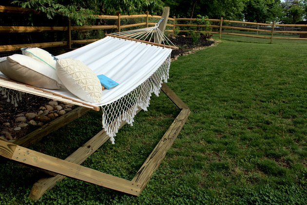 learn how to make this wood hammock stand!