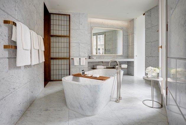 Hotel Cafe Royal bathroom