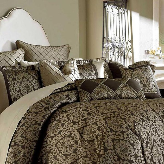 damask print bedding