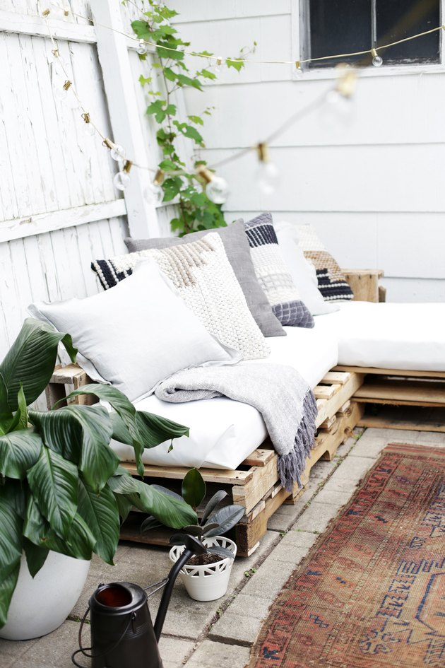 How To Make A Couch Out Of Pallets Hunker