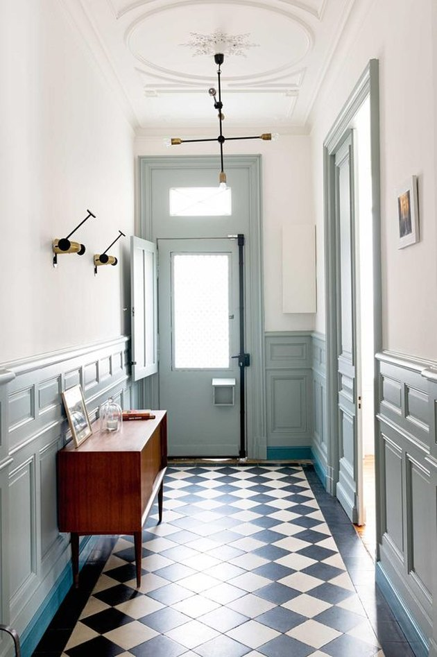 Hallway with turqoise trim