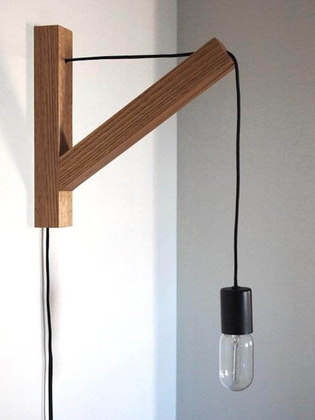 bracket wall sconce