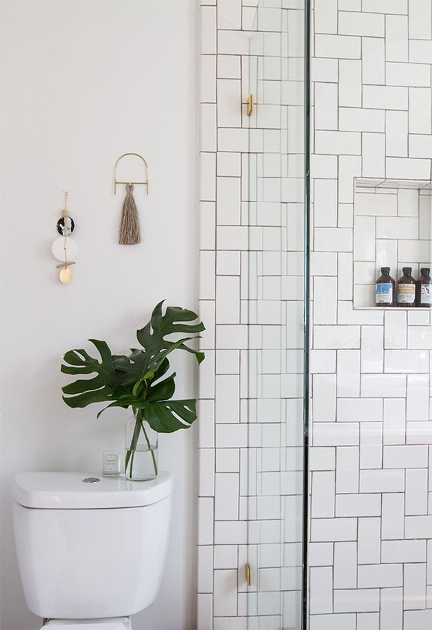 green plant minimal decor bathroom