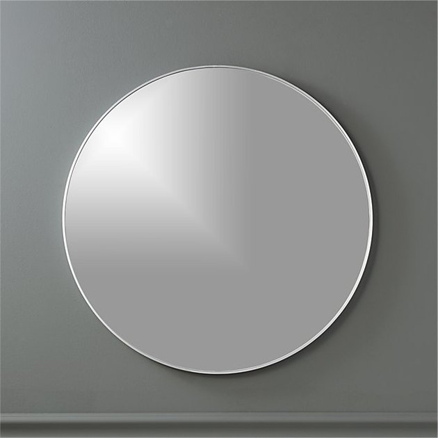 Round mirror with thin silver border