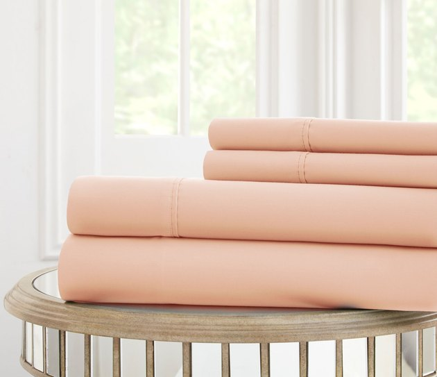 Pale peach sheet set