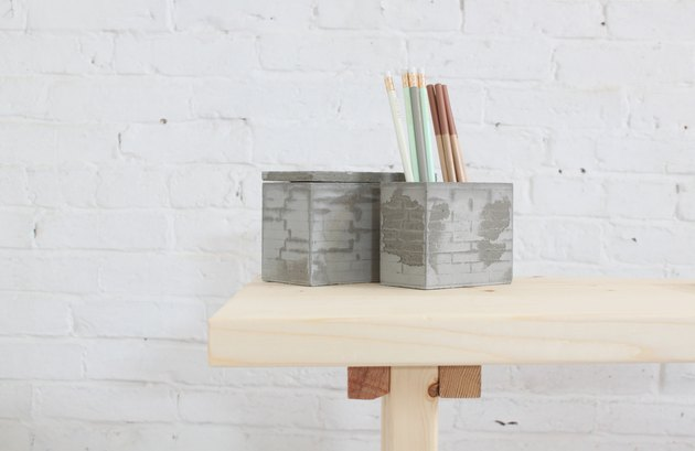 Detail of the desk end