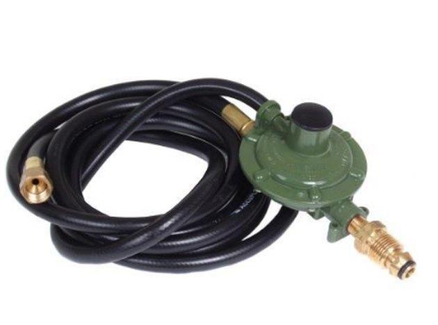 Propane regulator and hose.