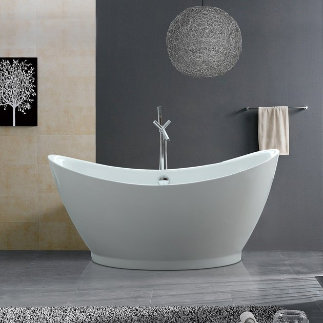 Freestanding white bathtub