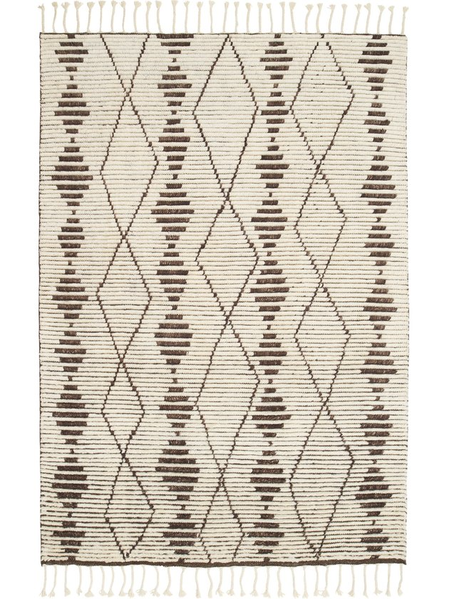 Cream and brown zig zag rug with unstructured zig-zags