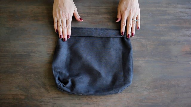 Folding cuff at top of planter bag