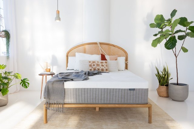 PSA: This Weekend Is a Great Time to Buy a New Mattress | Hunker