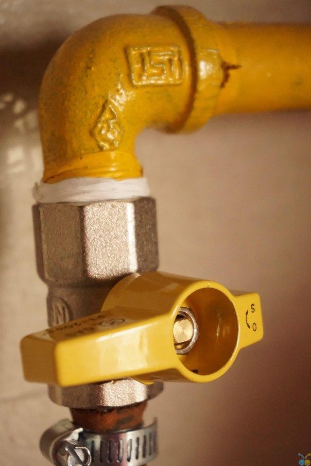 Shut off valve with plumbing tape.