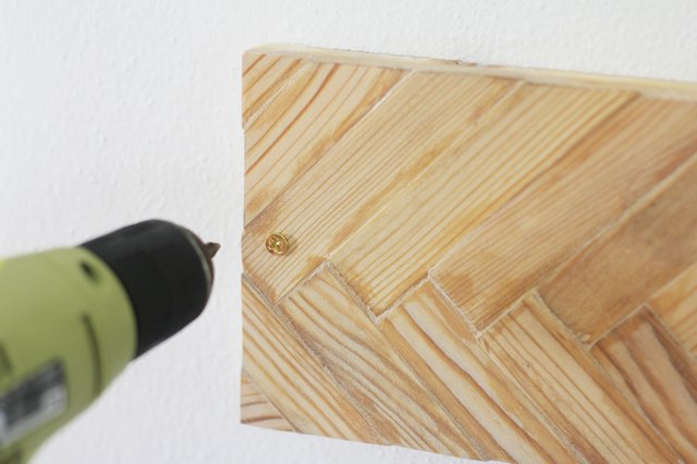 Drilling wall mounting screw into knife holder