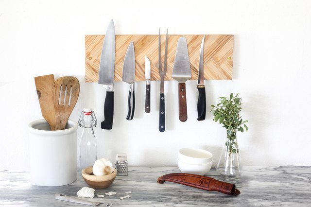 Herringbone knife wall holder