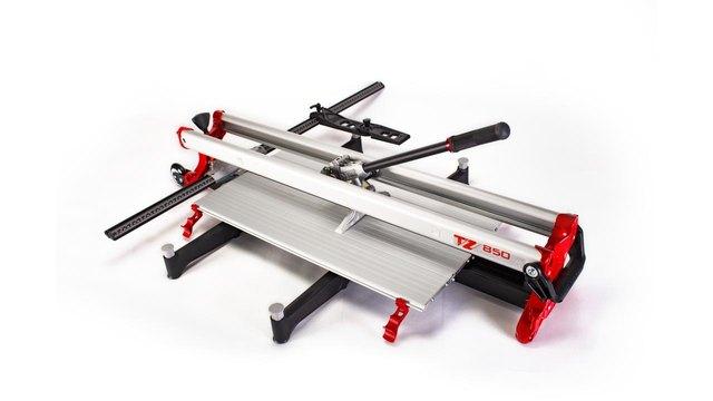Manual tile cutter manufactured by Rubi