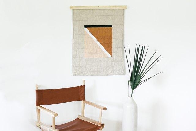 diy modern quilt hanging and quilt hanger