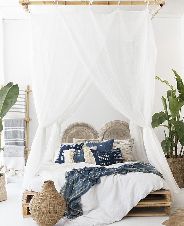 Genial Tropical Bedroom With White Canopy