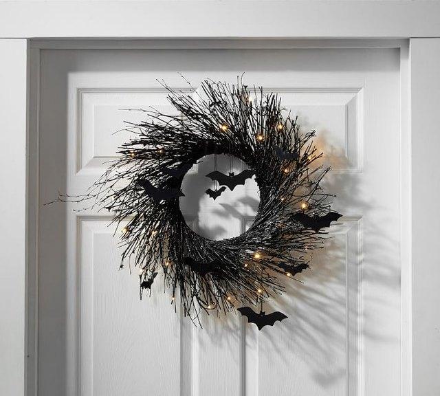 I HATE Halloween Decor But I Love This Halloween Wreath | Hunker