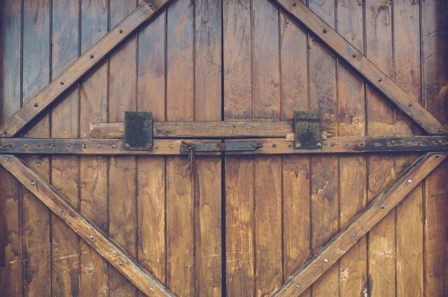 How to build a wooden driveway gate hunker first considerations a gate can solutioingenieria Image collections