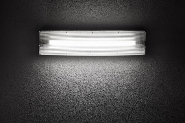 Wall light with fluorescent tube lamp