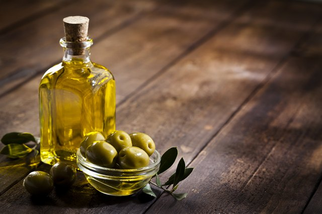 how to clean face with olive oil