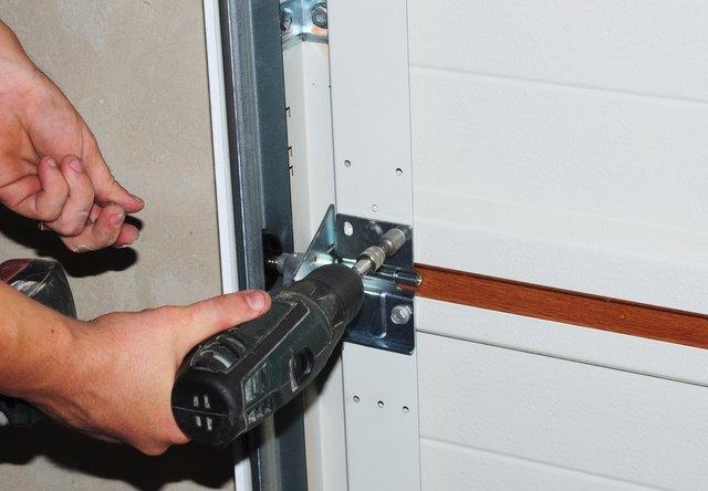 Contractor repair and replace garage door. Garage door installation.