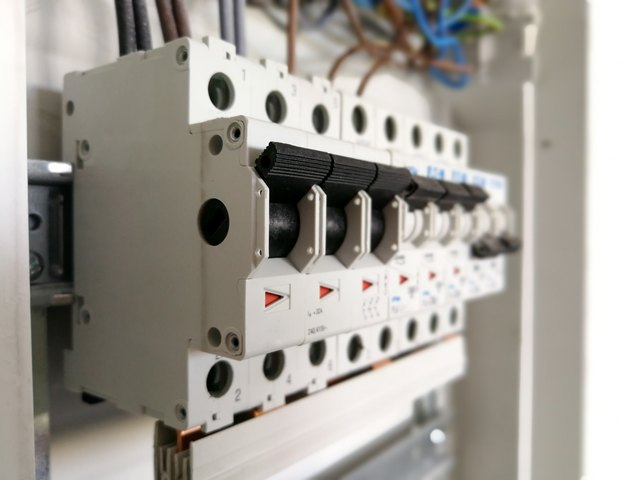 How to Fix Circuit Breakers That Won\'t Reset | Hunker