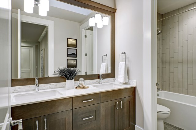 what is a jack and jill bathroom hunker. Black Bedroom Furniture Sets. Home Design Ideas