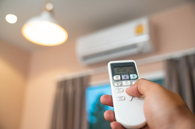 Air conditioner with remote controller