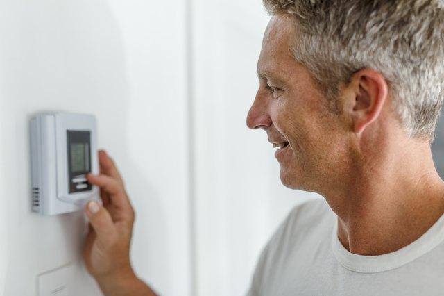 Noma programmable thermostat instruction manual