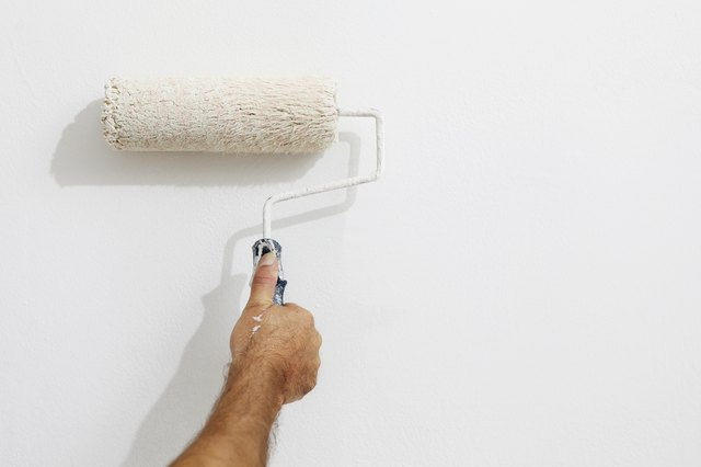 Avoid roller marks on your ceiling by using high-quality materials and the proper technique.