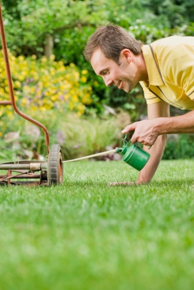 How to Troubleshoot a Weedeater That Will Not Start | Hunker