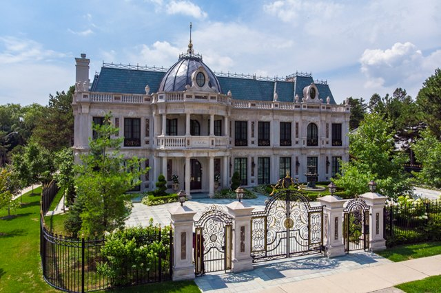 The Inside of the 'Schitt's Creek' Mansion Is Even More Grand Than We Thought | Hunker