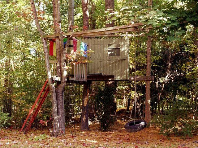 How To Build Your Own Treehouse: A DIY Guide | Hunker