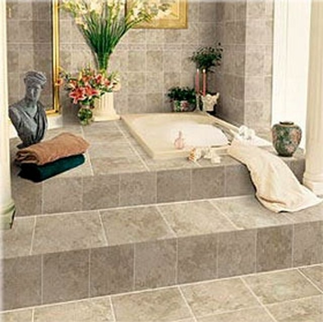 Clean Bathroom Tiles .