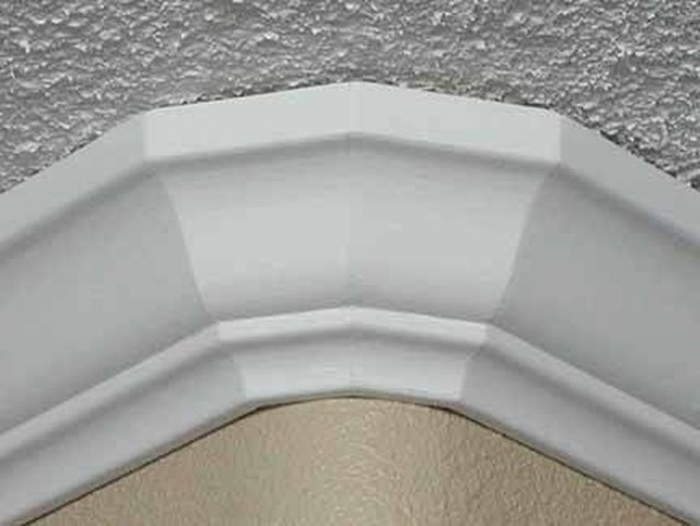 How to Install Crown Molding on Rounded Corners | Hunker