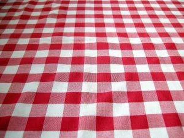 Charmant How To Take Wrinkles Out Of A Plastic Tablecloth | Hunker