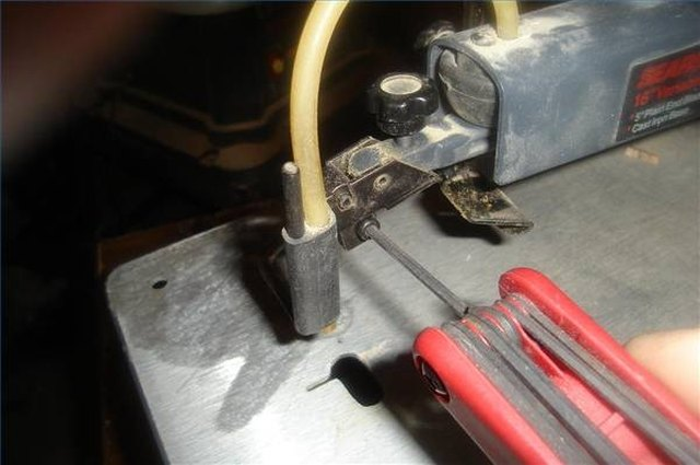 How to replace a scroll saw blade on a craftsman hunker loosen the lower blade clamp on the end of the bottom saw arm it is loosened by turning the allen head screw in a counterclockwise direction keyboard keysfo Image collections