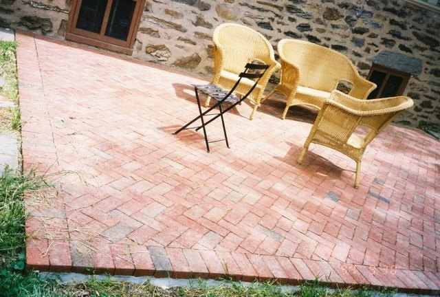 Do it yourself brick paver patio hunker plan the job solutioingenieria Choice Image
