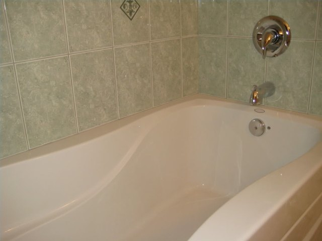 How to Refinish an Acrylic Tub | Hunker